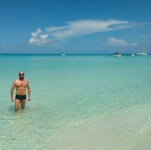 The turquoise water in Isla Mujeres looks amazing.